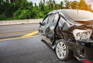 Accident de la route mortel sur l'autoroute A7 : focus sur les responsabilités et l'indemnisation des victimes.